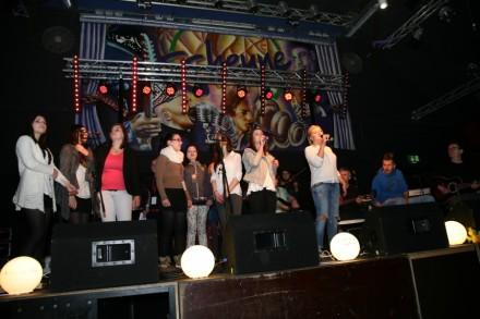 """Jugendliche singen für neuen Lebensmut """"Fighting Spirits"""" überzeugen in Nordhorn mit Emotionen und Herzblut"""