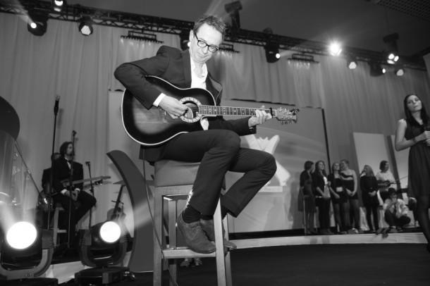 Martin an der Gitarre / Gastmusiker