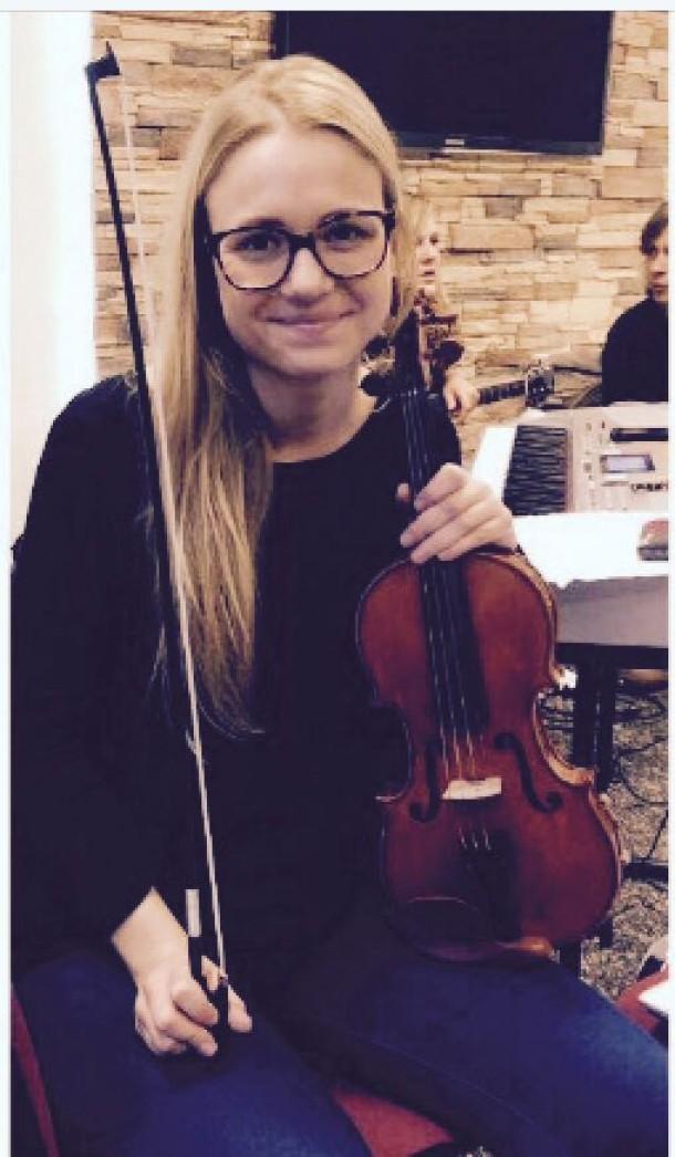 Christina an der Geige / Vocals
